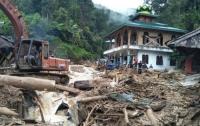 Десятки людей погибли из-за обрушения школы в Индонезии