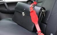 Сознательный таксист вернул пассажиру забытые бриллианты
