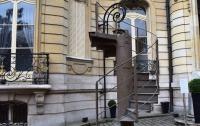 Во Франции продали часть лестницы Эйфелевой башни