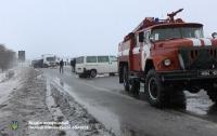На трассе в Ривненской обл. перевернулся микроавтобус, из салона выпали две пассажирки