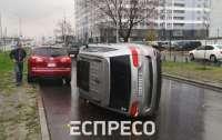 В Киеве перевернулось авто