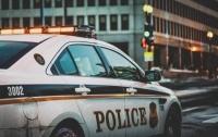 Возле Белого дома мужчина напал на полицейского