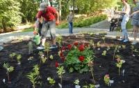 Политзаключенных решили поддержать цветами (фото)
