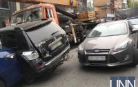 Подробности ДТП в Киеве: повреждены не менее 17 авто, есть госпитализированный