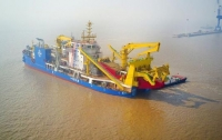 Крупнейшее в Азии судно для создания островов спустили на воду