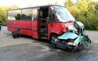 Смертельное ДТП под Винницей: маршрутка столкнулась с легковушкой