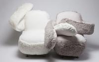 Корейський дизайнер створив крісло, що обіймає