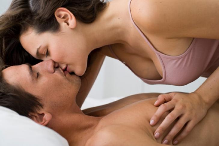 porno-muzhik-sam-sebya-ebet-v-zhopu