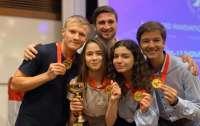 Группа украинских подростков победила на инновационном конкурсе в Сингапуре