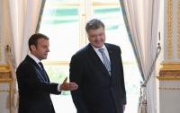 Порошенко призвал Макрона усилить давление на Россию