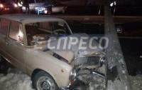 ДТП в Киев: Водитель-новичок снес электроопору в Соломенском районе