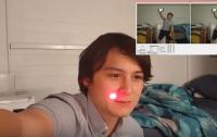 Студент создал робота, который слепит жертв лазером  (видео)