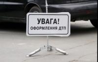 В Николаеве участники ДТП едва не попали под колеса другого авто