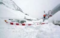 Европа страдает из-за мощных снегопадов (видео)