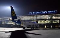 В аэропорту Львова задержали женщину, пытавшуюся провезти брендовую одежду