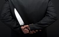 Австралиец с ножом в спине предпочел пиво поездке в больницу