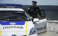 Хулиганы напали на патрульного во Львове и повредили несколько авто