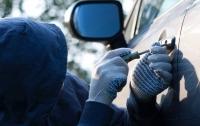 Горе-угонщика поймали спящим в краденном авто