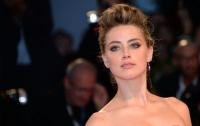 Эмбер Хёрд обвинила Джонни Деппа в нарушении запрета на приближение к ней