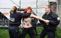 Активистка Femen пыталась выкрасть Иисуса из вертепа