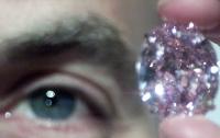 Редкий розовый бриллиант продадут на аукционе