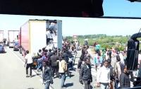 Моряки заблокировали движение поездов под Ла-Маншем