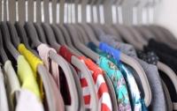 Под Киевом открыли точку с бесплатной одеждой и продуктами