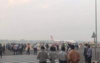 Вооруженный мужчина захватил пассажирский самолет (видео)