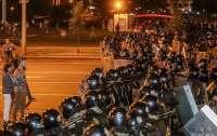 В центры белорусских городов стянуты силовики, метро в Минске закрыто
