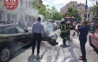 В Киеве за считанные минуты сгорел мотоцикл (видео)