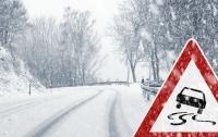 Украинцев предупреждают о гололеде на дорогах