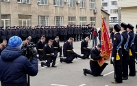 Двое пленных моряков получили первые офицерские звания (видео)