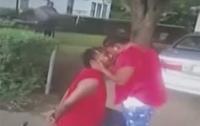 Парень признался девушке в любви во время задержания копами