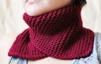 Прыщи на лице могут появится из-за теплого аксессуара одежды