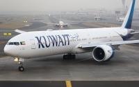 Во Франции пассажирский самолет протаранил аэропорт (видео)
