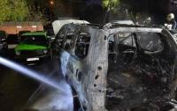 В Днепре на стоянке сгорело два автомобиля