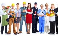 Молодые люди ищут работу с достойной оплатой