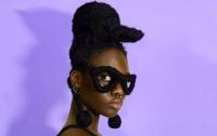 Девушка с очками из волос стала звездой Instagram