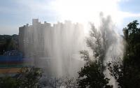 В Киеве на детской площадке внезапно забил гейзер высотой с 8-этажный дом (ФОТО)