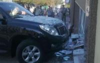 В Киеве девушка на джипе влетела в информационное агентство
