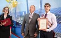 Мэр города отправил выпускников