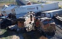 В США жестко столкнулись три грузовых поезда