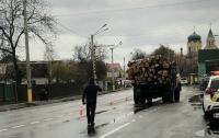 Под Киевом грузовик тяжело травмировал девушку