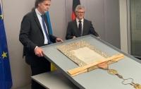 Германия вернула Украине историческую церковную ценность (фото)