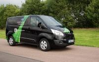 Ford запускает испытания первого в мире серийного гибридного фургона Transit Custom PHEV в Валенсии