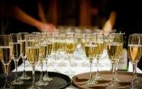 В Украине отказались от шампанского и коньяка