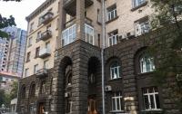 Неизвестные пытались захватить здание на Банковой в Киеве