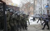 У Соломенского суда радикал подстрелил полицейского