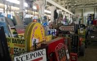 На киевских коммунальщиков напали во время демонтажа незаконной рекламы