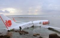 Крушение самолета в Индонезии: первые детали трагедии